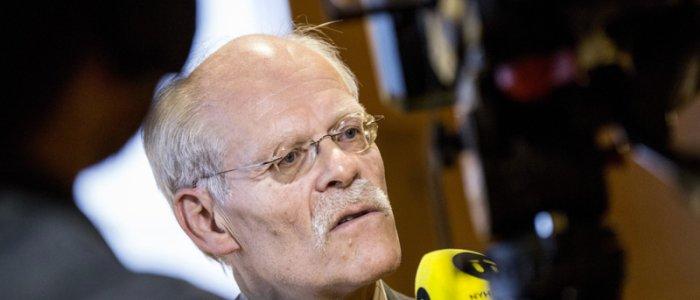 Hökaktigare Riksbank stärkte kronan
