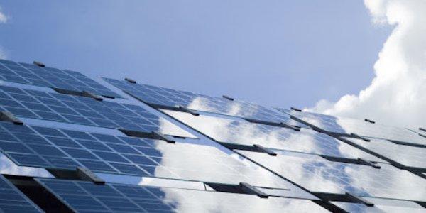 Rekordsatsar på solenergi
