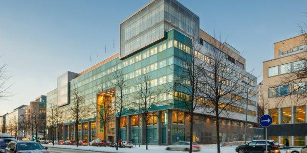 AMF säljer för närmare två miljarder