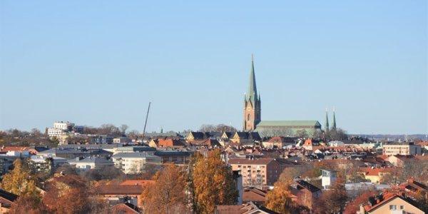 Förvärvar två handelsfastigheter i Linköping