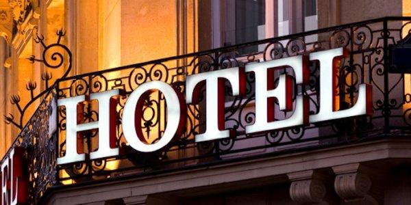 Stor intäktskollaps för hotelljätten