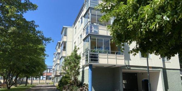 Poseidon säljer lägenheter till hyresgäster i Hjällbo
