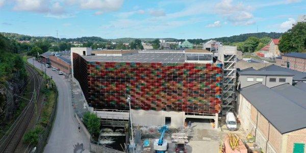 1 500 färgglada solcellsmoduler i Mölnlycke Fabriker